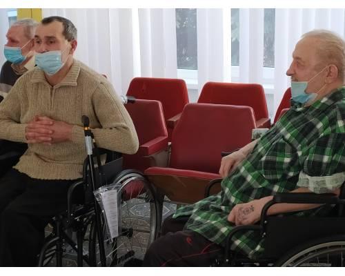 Інвалідні візки, милиці, ходунки: про вкрай необхідні подарунки від  GIZ, які отримали мешканці територіального центру.