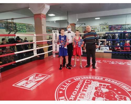 Одну золоту та чотири срібні нагороди завоювали юні первомайці на чемпіонаті Харківської області з боксу