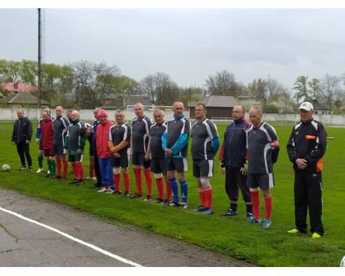 Ветерани футболу провели матч на честь дня Перемоги
