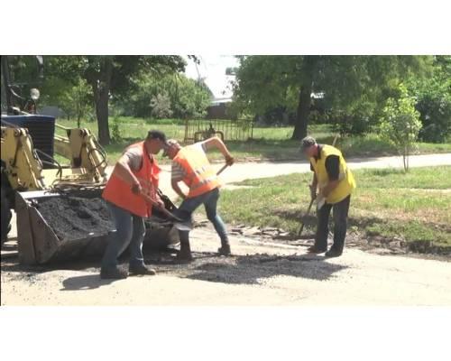 Підприємці доєднались до ремонту доріг