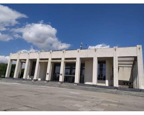 """Палац культури \""""Хімік\"""" продовжує змінювати  зовнішній вигляд будівлі та прилеглої території."""