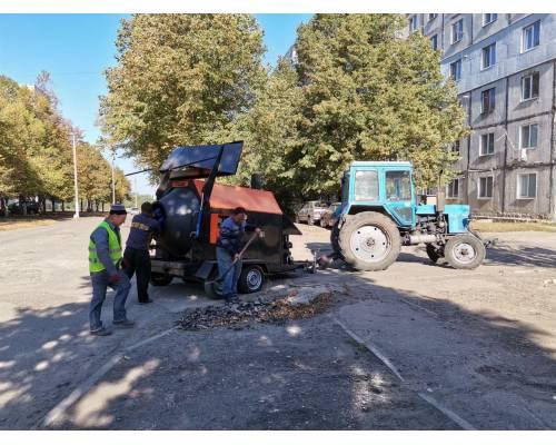 Продовжуються ремонтні роботи дорожнього покриття по вул.Світанкова